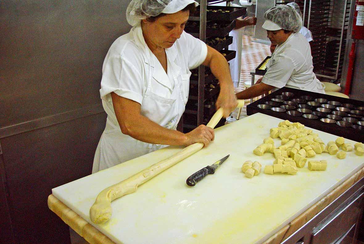 Shaping Pasteis de Natav