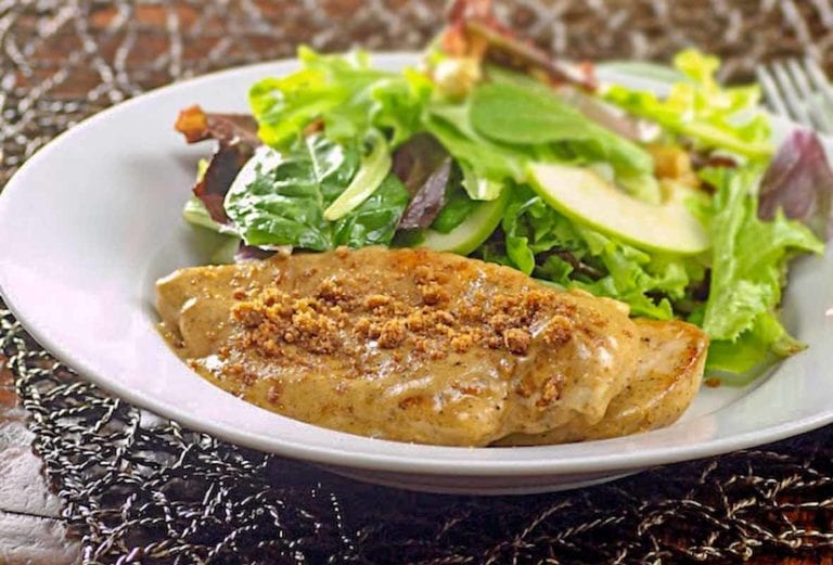 Cinnamon crunch chicken breast with a topping made from speculoos cookies, a salad behind