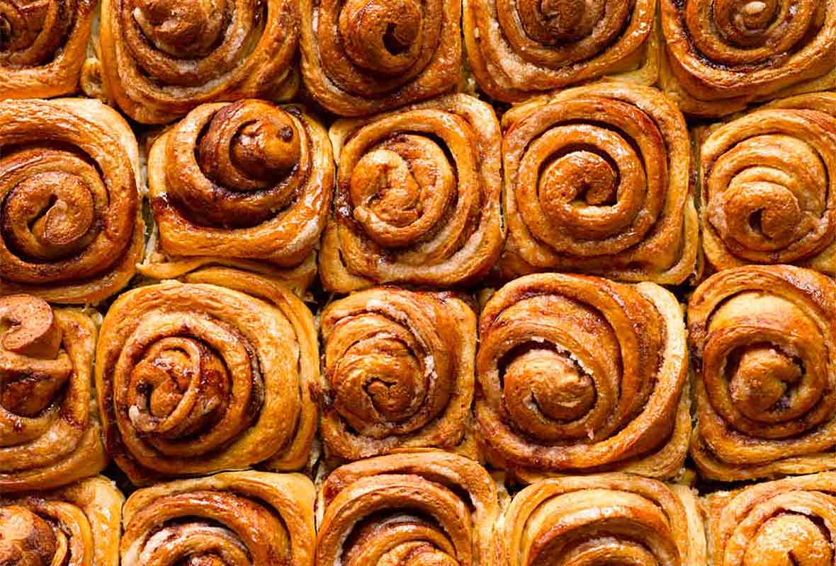 Lots of cinnamon rolls baked together
