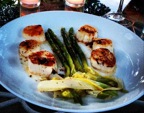 Scallops with Asparagus and Leeks