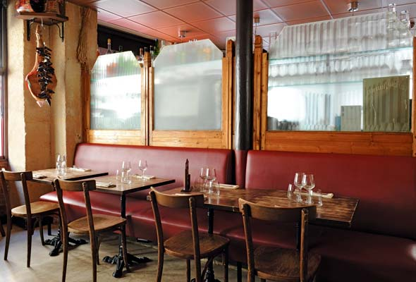 2-bistro-red-leather-banquette