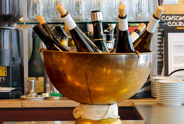6-bistro-chilling-wine