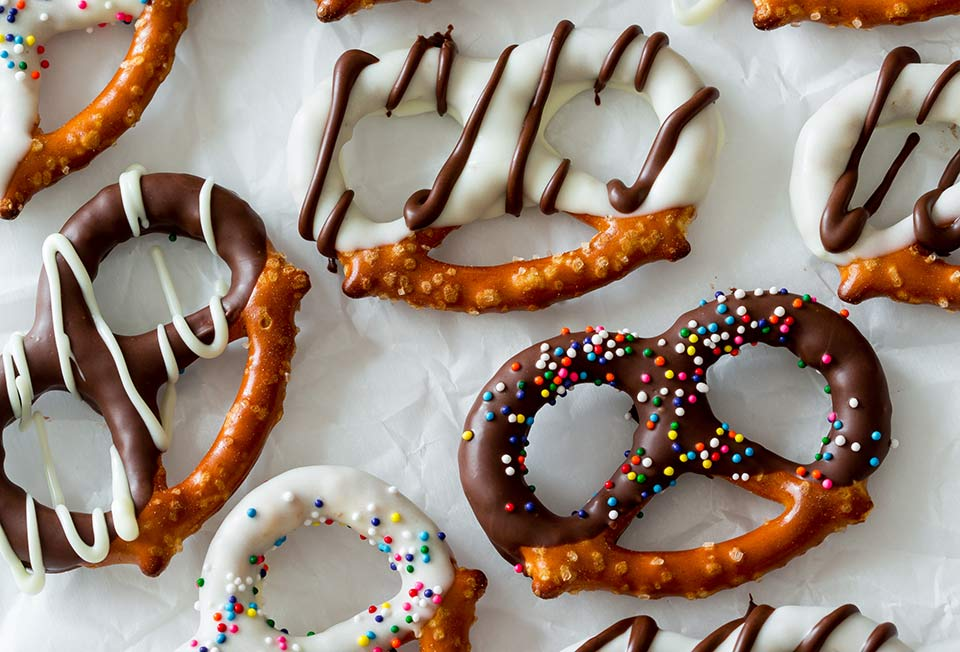 How to make chocolate covered pretzels with candy melts