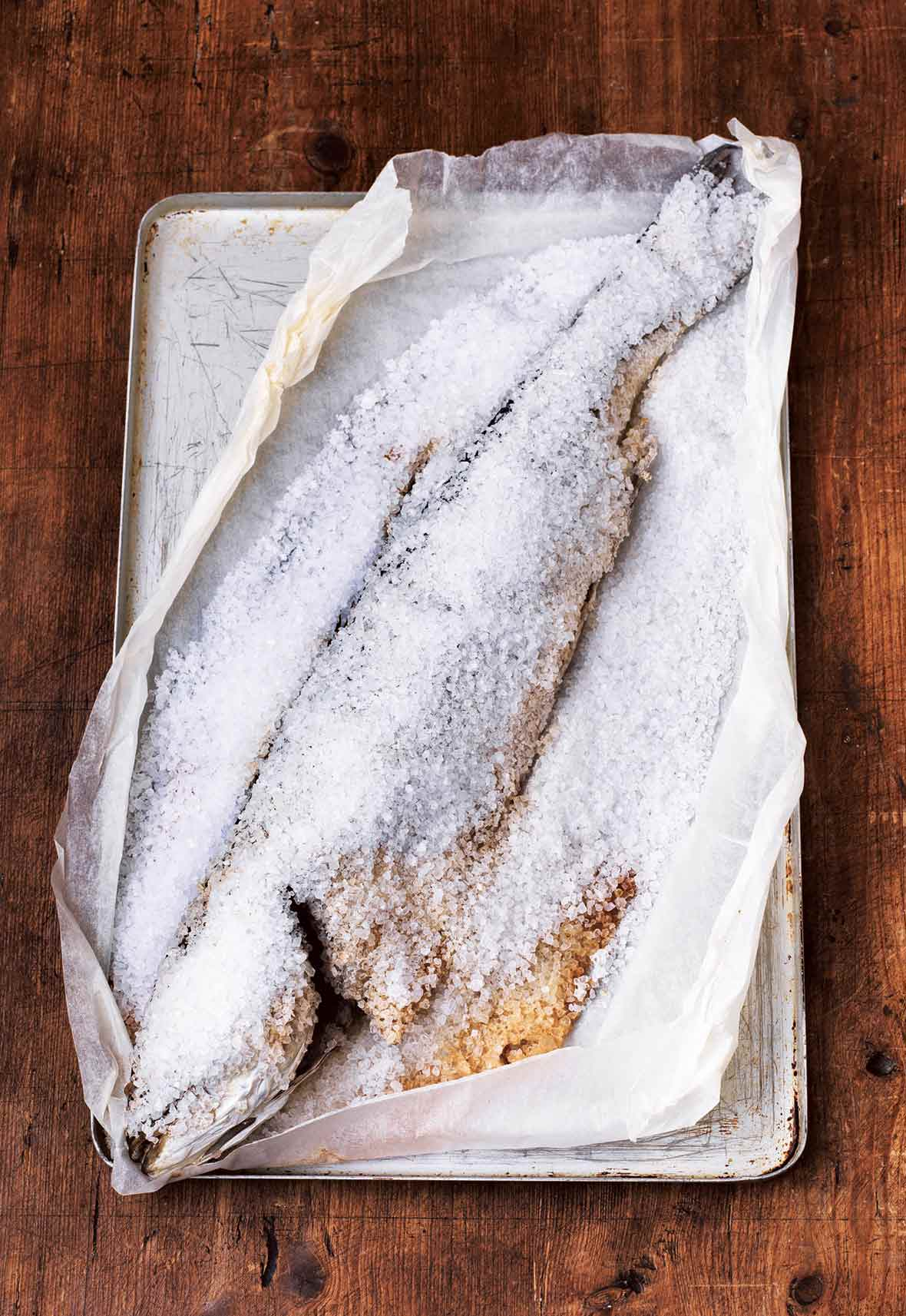 Salt baked fish recipe leite 39 s culinaria for Baking frozen fish