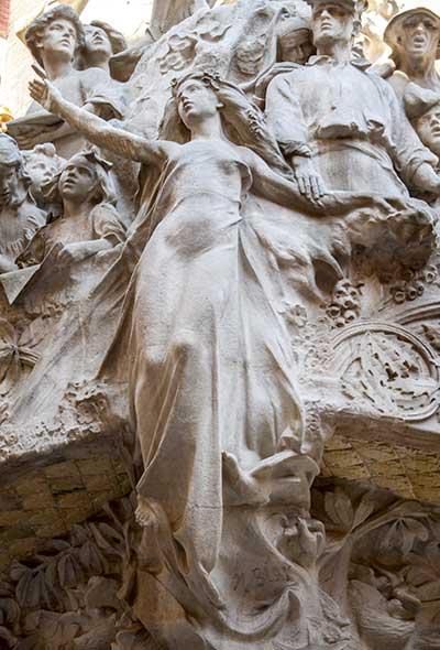palau-de-musica-statuary