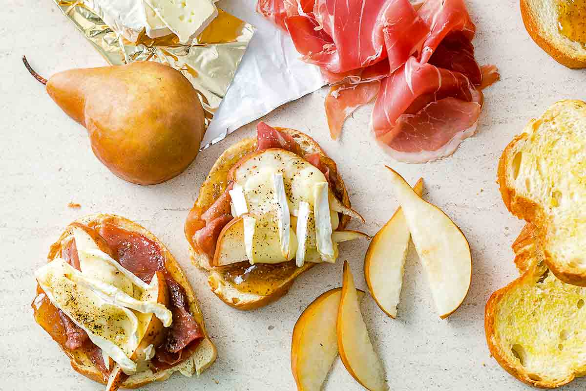 Prosciutto, Pear, and Brie Toasts