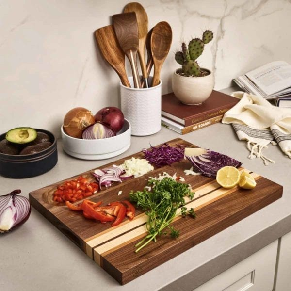 Board with sliced vegetables.