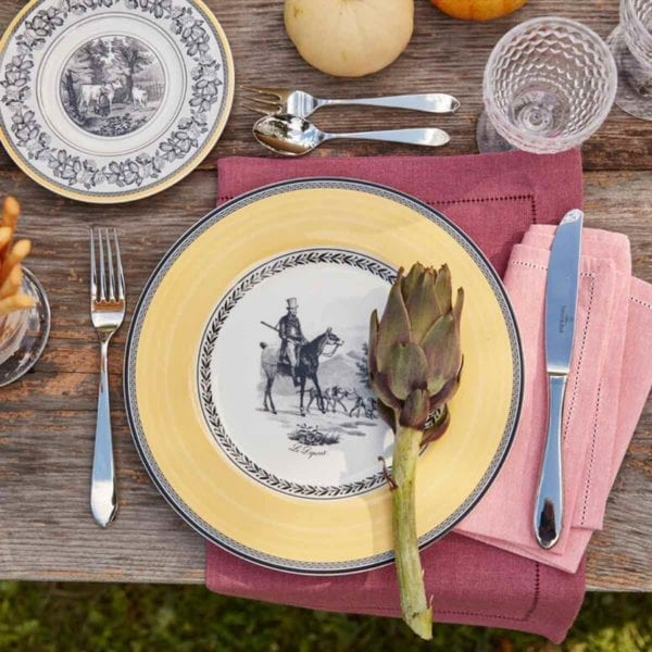 Audun Chasse Dinner Plate shown with pink linens.