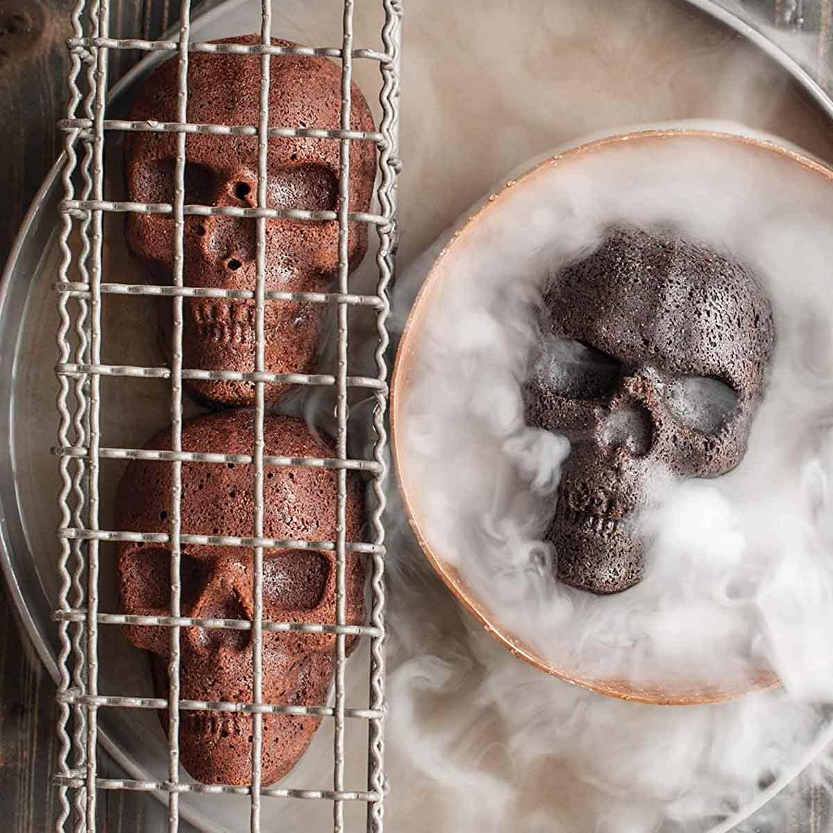 Haunted Skull Cakelet Pan in Dry Ice