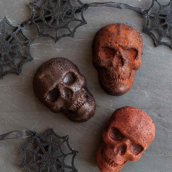 Haunted Skull Cakelet Pan With Spider Web