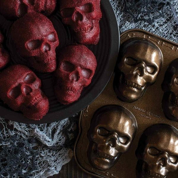 Haunted Skull Cakelet Pan and Cakes