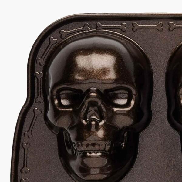 Haunted Skull Cakelet Pan Detail
